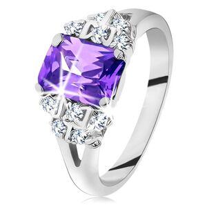 Prsten - stříbrná barva, broušený fialový zirkon, třpytivé čiré zirkonky - Velikost: 52