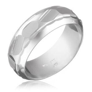 Prsten ze stříbra 925 - broušené nepravidelné tvary uprostřed - Velikost: 52
